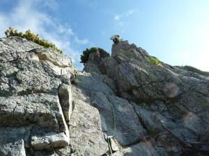 Ⅵ峰Cフェース剣稜会ルート4ピッチ目を登攀中のU田君